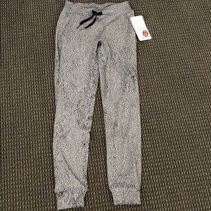 BRAND NEW lululemon pants! size 2 sweatpants